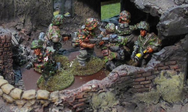 Steve is a great painter and it shows with these 20mm German SS of his!